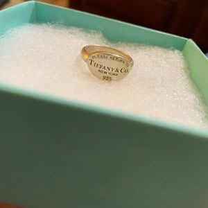 Return to Tiffany & Co Sterling Silver Ring 4.5-5